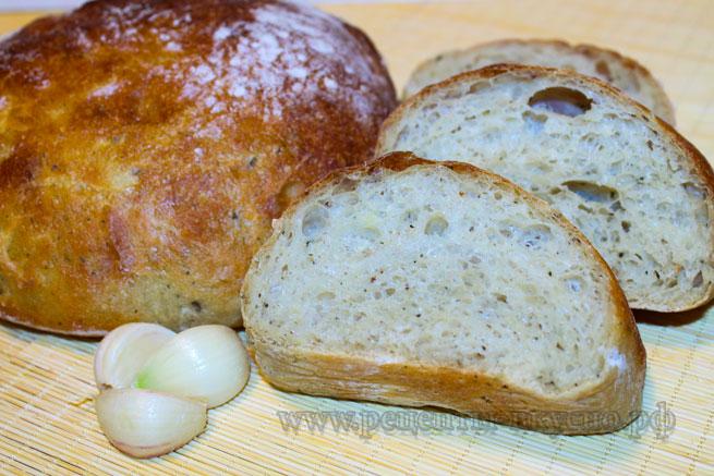 Картофельный хлеб с чесноком и травами
